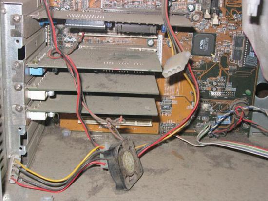 Пыль в компьтере или когда пора чистить системный блок